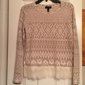 Light polyester sweater with lace on bottom
